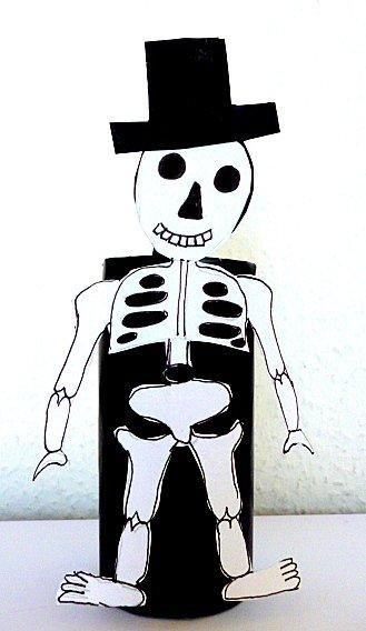 Halloween Basteln: Skelett Auf WC Rolle