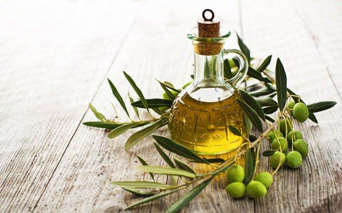Bild 8 Hausmittel Gegen Schuppen Eine Haarmaske Mit Olivenol Hilft