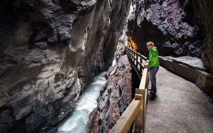 Vorbei an imposanten Felswänden: Die Taminaschlucht bei Bad Ragaz