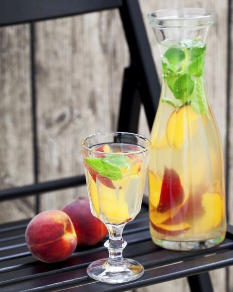 bild 2 limonade fruchtiger genuss mit frischen pfirsichen. Black Bedroom Furniture Sets. Home Design Ideas