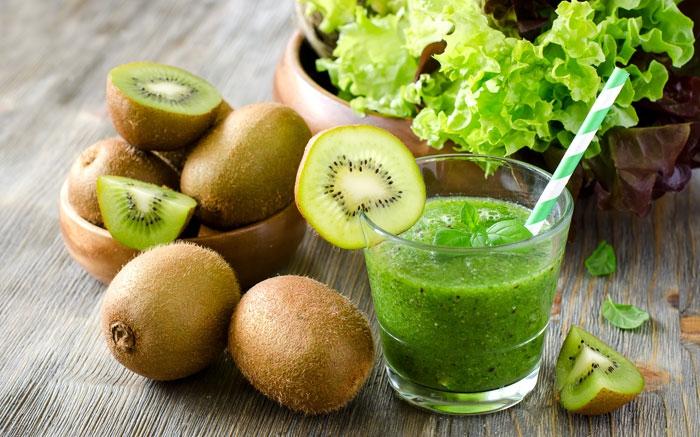 bild 13 frucht smoothie mit kiwi und salat macht fit und munter. Black Bedroom Furniture Sets. Home Design Ideas
