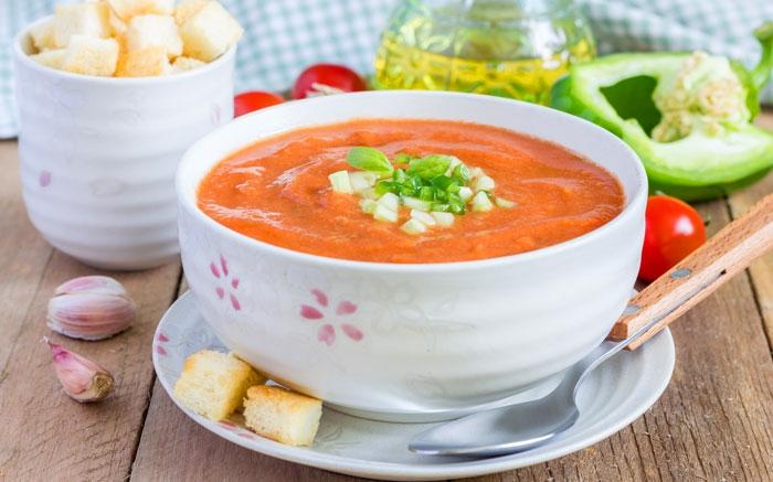 bild 5 kalte suppen feine suppe aus roten peperoni mit w rziger sch rfe. Black Bedroom Furniture Sets. Home Design Ideas