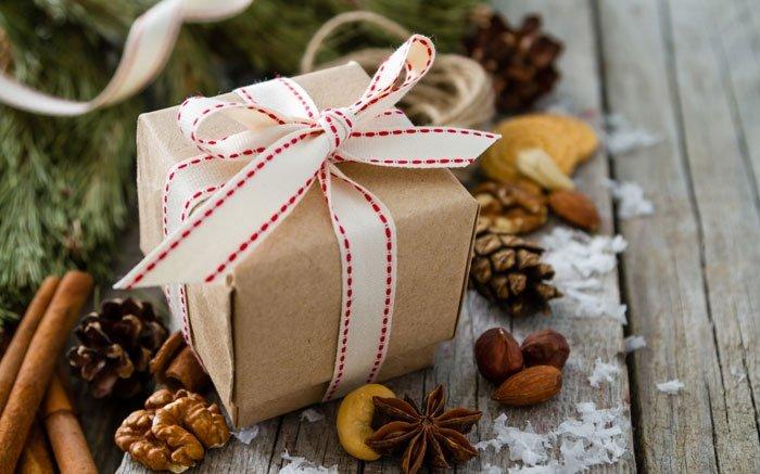 bild 3 weihnachtsdeko selber machen kleines geschenk aus recycling paper. Black Bedroom Furniture Sets. Home Design Ideas