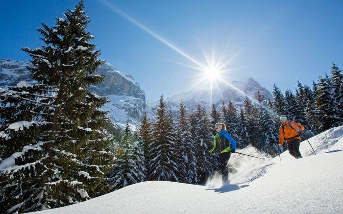 Schneeschuhlaufen in atemberaubender Umgebung der Jungfrau Region