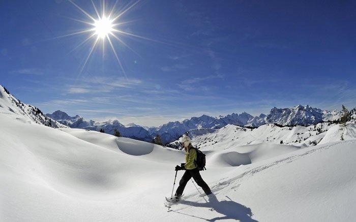 Schneeschuhlaufen zur Hüenderegg inmitten der Urner Bergwelt