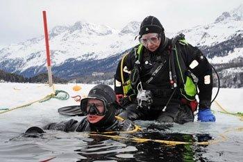 Eistauchen in der Schweiz: Entdecken Sie die Welt unterm Eis