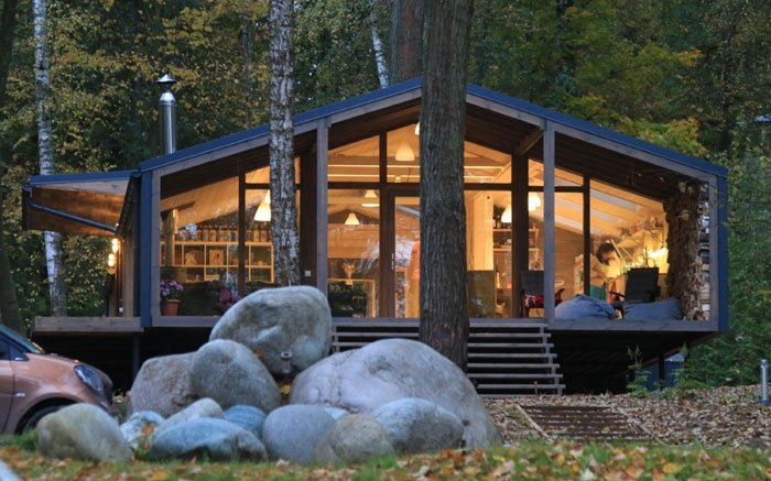bild 5 kologisch bauen das fertighaus im wald front. Black Bedroom Furniture Sets. Home Design Ideas