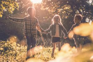 Mit diesen Spielideen für Kids kommen Frühlingsgefühle auf