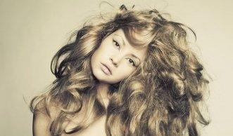 Was hilft bei fettigen, trockenen oder kaputten Haaren wirklich?