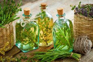 Für die ganz eigene Würze feine Kräuteröle selber machen
