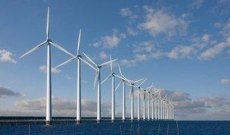Windkraftanlagen bringen mehr Energie von Hoher See