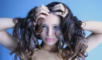 Glänzend gepflegte Haare: Shampoos im Ökotest