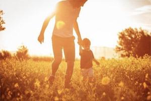 Die richtigen Vorbilder: Wie Eltern als gutes Beispiel vorangehen