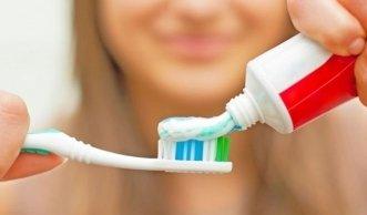 Zahnpasta im Test: Viele enthalten sogar Erdöl