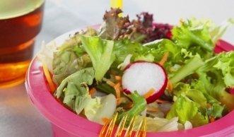 Vermeintlich gesunder Fertigsalat kann krank machen