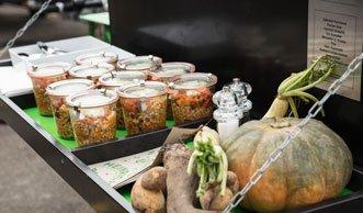 Mit krummem Gemüse gegen Food Waste