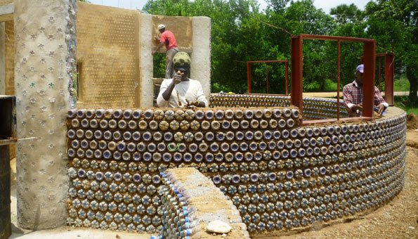 recycling pet flaschen ziehen in nigeria solide h user hoch. Black Bedroom Furniture Sets. Home Design Ideas