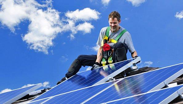 Eine Solaranlage ist umweltfreundlich und senkt die Energiekosten.