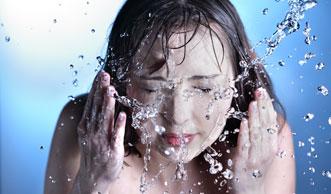 Virtuelles Wasser: Warum Shoppen mehr Wasser verbraucht als Duschen