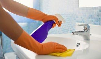 Wirklich sauber und blitzblank? Badreiniger im Test