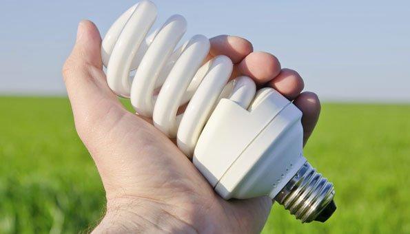 Um sich keiner gesundheitlichen Gefahr auszusetzen, sollte man beim Umgang mit Energiesparlampen einige Dinge Beachten.