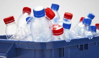 Vogelfutter-Stelle und Eislicht: nachhaltig basteln mit PET-Flaschen