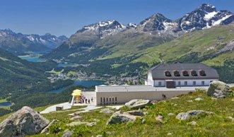 Nachhaltigkeit trifft Romantik im ersten Plusenergie-Hotel der Schweiz