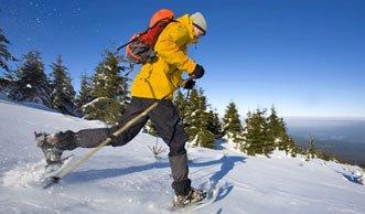 Mit Schneeschuhen wandern als ökologischer Wintersport
