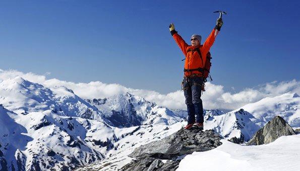 Schneeschuhwandern bringt Spass in der Winterzeit.