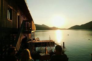 Entdecke 3 der schönsten Seen Österreichs & die kulinarischen Highlights der Regionen