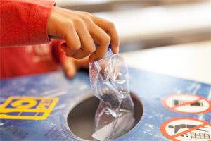 Cleveres PET-Recycling: So entstehen aus gebrauchten Flaschen neue