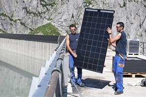 Erste Staumauer-Solaranlage geht im bündnerischen Bergell ans Netz