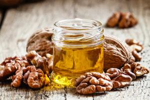 Diese 4 Eigenschaften machen Baumnussöl so gesund