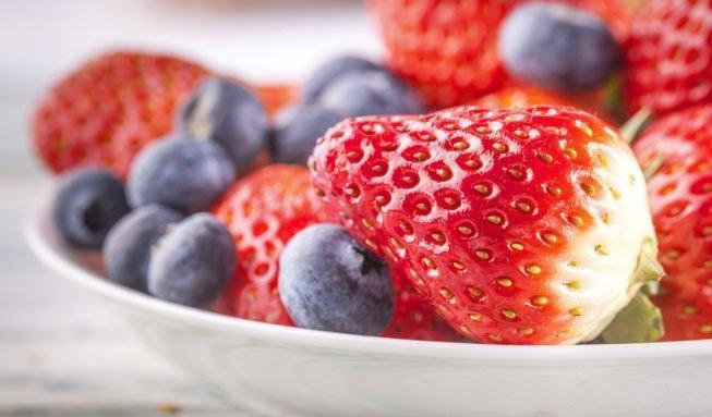 Hausmittel gegen Fruchtfliegen: Was gegen die lästigen Besucher hilft