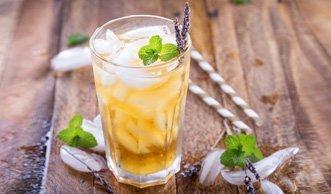 Eistee selber machen: Erfrischende Rezepte mit und ohne Zucker