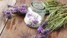 Lavendel verfeinert Speisen und hilft als natürliches Heilmittel