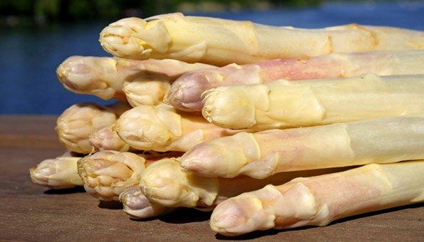 Ob grün oder weiss, Bio-Spargel aus der Region schmeckt meistens am besten.