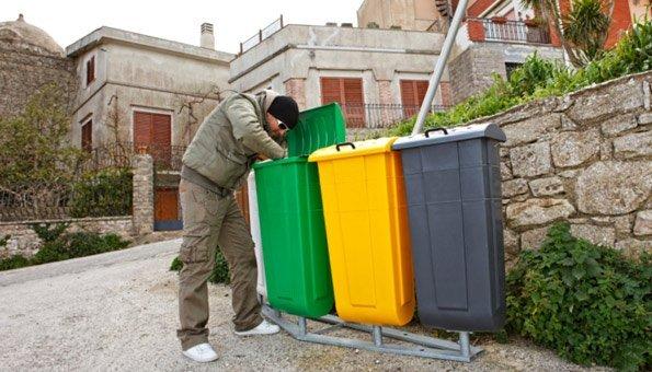 Mülltaucher leben von weggeworfenen Lebensmitteln.