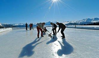 Eislaufen mit Aussicht: Die schönsten Natureisbahnen der Schweiz
