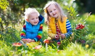 Schon früh von der Natur lernen in Waldkindergarten und -schule