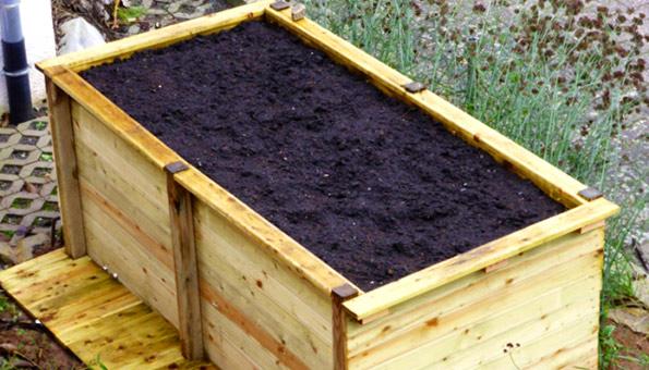 ein hochbeet im garten l sst die pflanzen besser zur. Black Bedroom Furniture Sets. Home Design Ideas