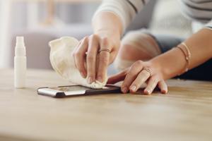 Handy, Türklinken & Co. richtig reinigen und desinfizieren