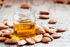 Für Haut, Haar und in der Küche: So vielseitig ist Mandelöl