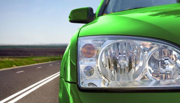 Das Auto mit Diesel- oder Benzinmotor hat bei Herrn und Frau Schweizer nach wie vor einen hohen Stellenwert. Foto: © iStokphoto / Thinkstock