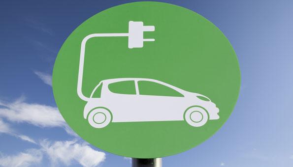 Das Elektro-Auto ermöglicht das emissionslose Fahren. Foto: © iStokphot / Thinkstock