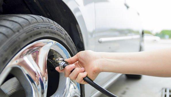 Der richtige Reifendruck ist wichtig für einen möglichst niedrigen Benzinverbrauch.