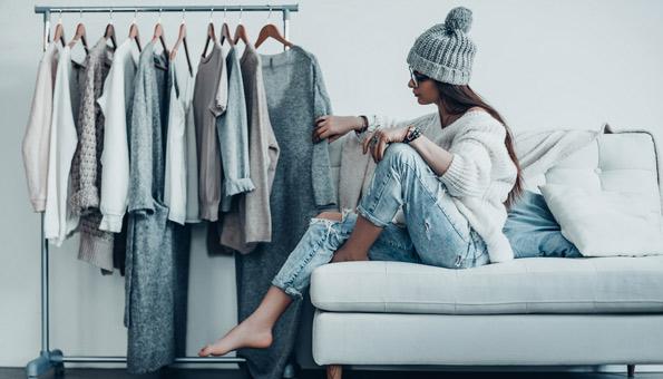 In 4 Schritten zum minimalistischen Kleiderschrank