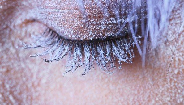 Im Winter wird die Haut sehr belastet: Naturkosmetik kann helfen.