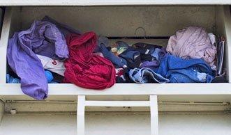 Kleiderspenden: Was passiert mit den Altkleidern nach der Abgabe?