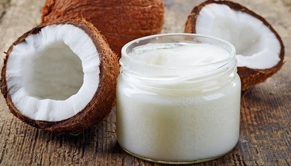Kokosöl für Haare und Haut: So einfach und gesund pflegt es